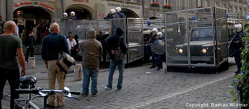 Demonstation und Polizeiaufgebot in der berner Altstatt vom 06. Oktober 2007